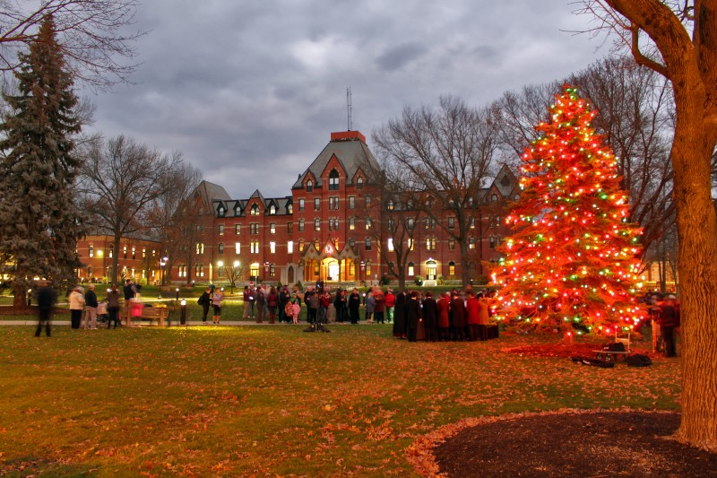 image of the annual tree lighting ceremony at dean college.